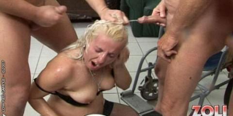 blonde-chubby-peed-on