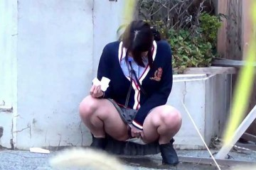 asian-school-girl-pee